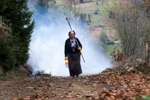 Karadenizli kadınlar, yaşamın zorluklarını aşmak ve evlerinin geçimini temin için her alanda kendini gösteriyor.