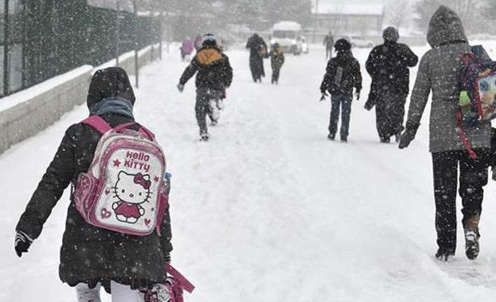 Bir ilçede eğitime kar engeli