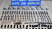 Rize'de bir otomobilde parçalara ayrılmış 20 tabanca bulundu