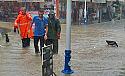 Pazar'da aşırı yağış su baskınlarına neden oldu